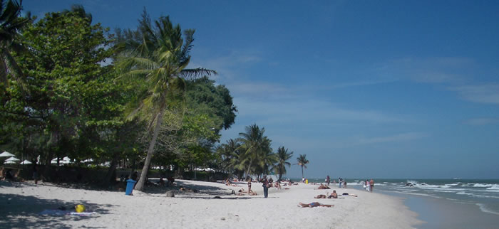 hua-hin-beach-700